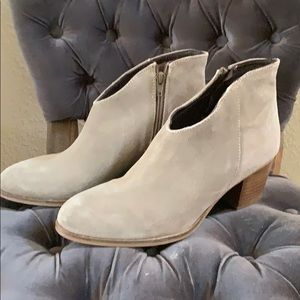New Jeffery Campbell suede ankle booties 9